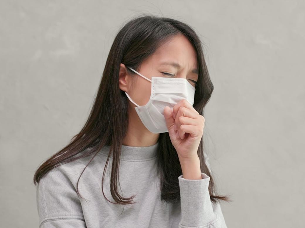 口罩戴錯成乾眼症幫兇,出現4大症狀應治療