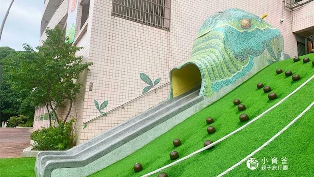 復興國小鳳蝶遊戲場,群山環繞的蝴蝶樂園,有令人意想不到的快速溜滑梯!