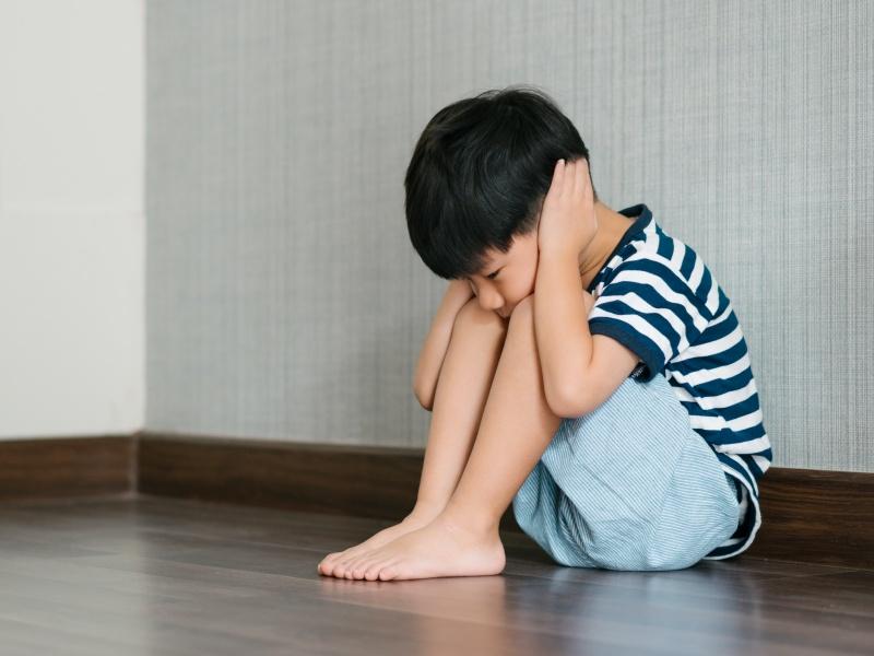 幫助忘記微笑的「憂鬱症孩子」重展笑顏!父母的傾聽和了解是協助孩子解開眉頭的一大步!ˇ