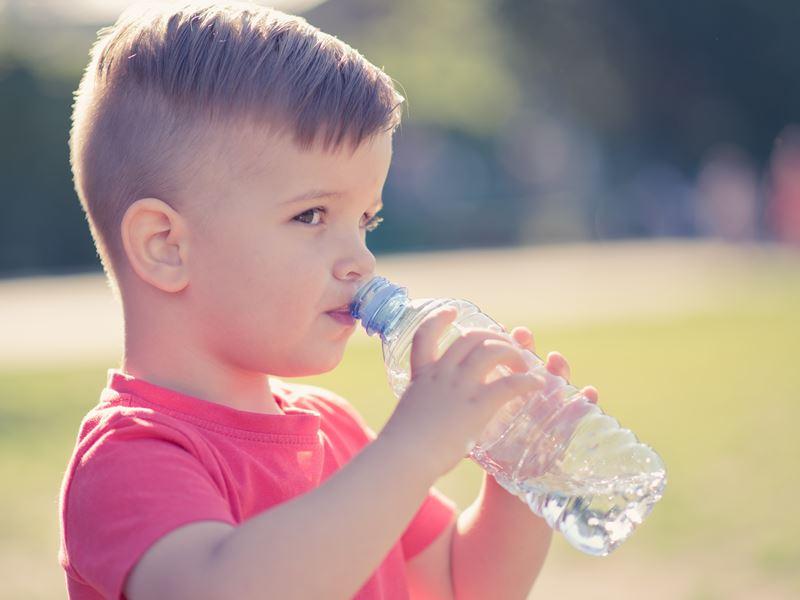 夏天到了,兒科醫師傳授4招預防熱疾病與中暑的小技巧
