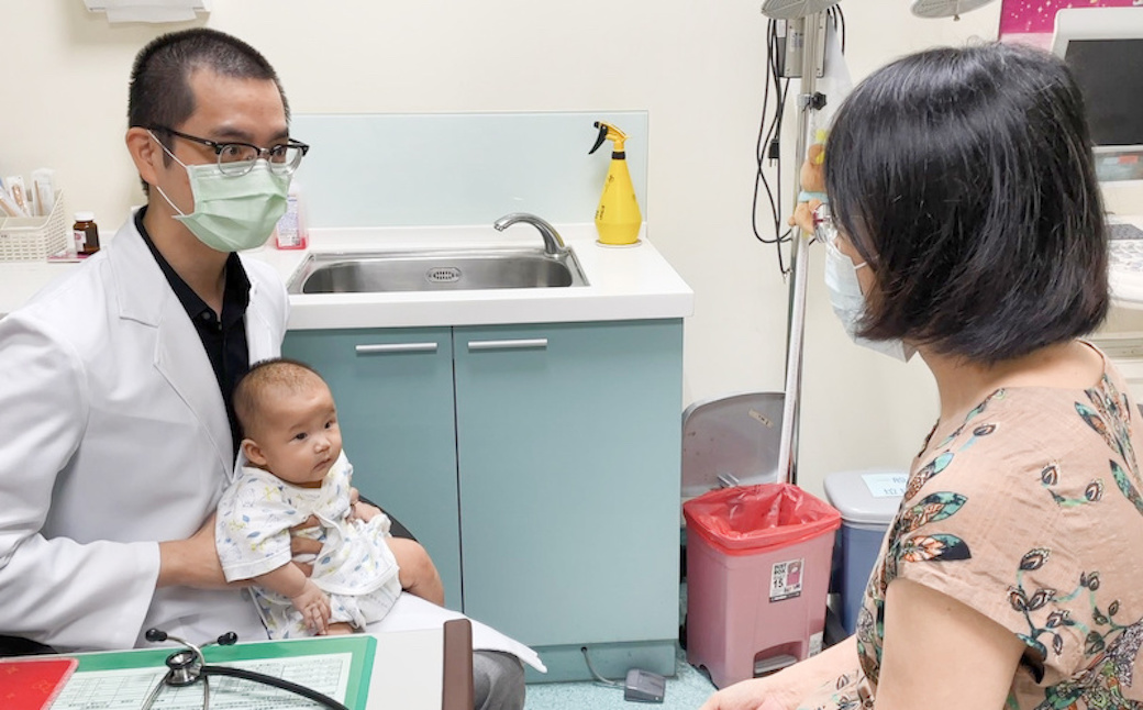 1歲以下常見的猝死原因!寶寶溢吐奶窒息風險高