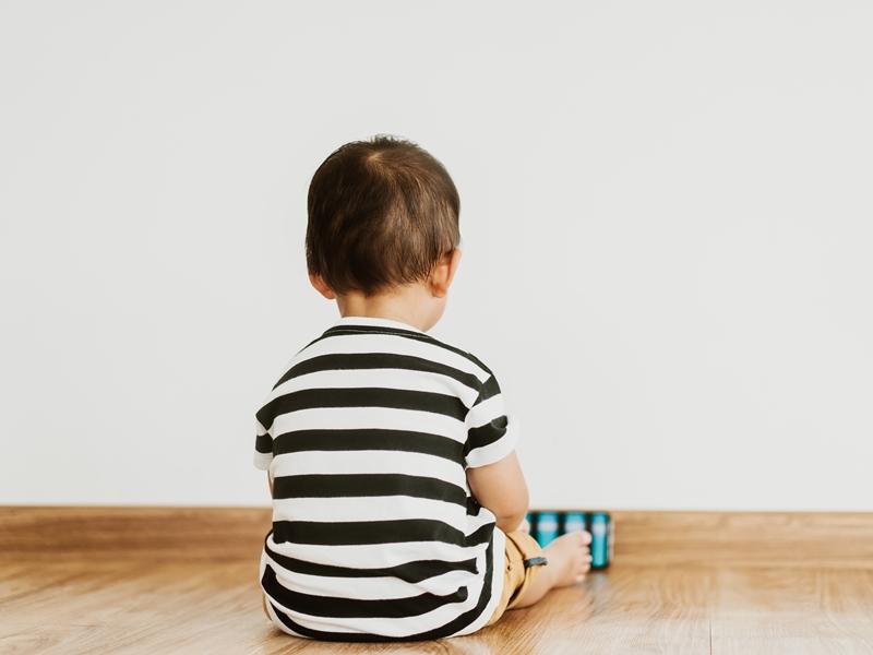 寶寶很少表現情緒?不看爸媽、很少分享…4點觀察孩子是否有自閉傾向,及早發現治療!
